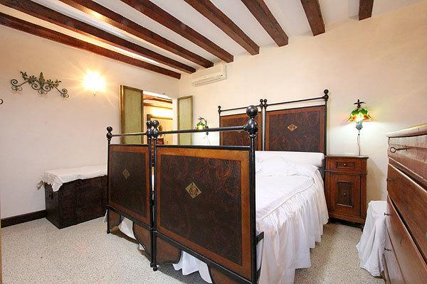 双人床房间